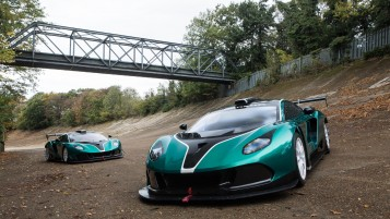 103919arrinera _A pair of Arrinera Hussarya GTs on the Brooklands banking